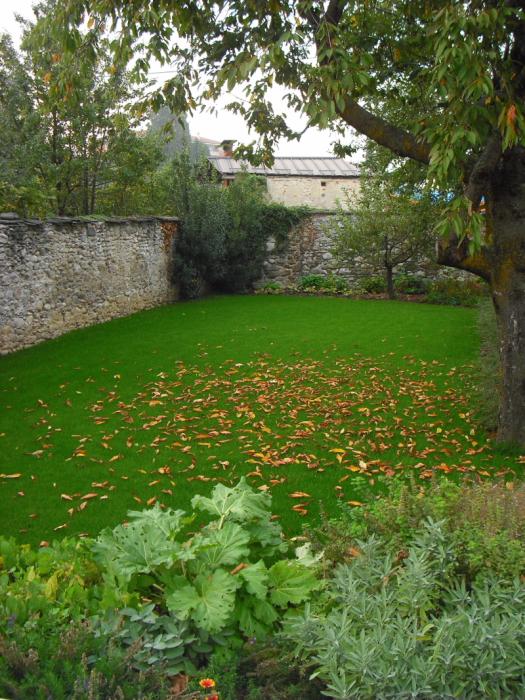 Questa immagine ha l'attributo alt vuoto; il nome del file è giardino-di-campagna-1.jpg